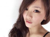 小籠包女孩~劉晶晶~低胸爆乳大秀32E好身材 [20P]
