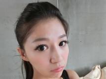 32D正妹~ 潘恩綺(Spring)~ 低胸自拍
